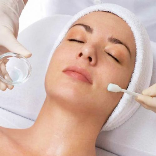 How does a skin peel work?